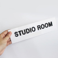 Studio Room Sign In Acrylik Timbul & Stiker Cuting - Dasar Putih, Stiker Cuting