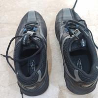 Sepatu golf T-zoid by Mizuno warna hitam