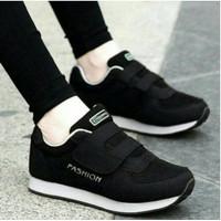 Sepatu Kets Sneakers Wanita Sepatu Sport Casual Wanita Warna Hitam dan