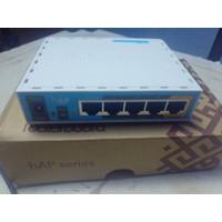 Mikrotik RB951ui 2nD HAP BerUSB dan wifi in (Bekas)