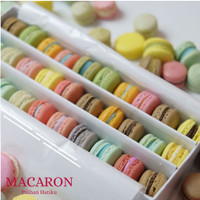 BABY MACARON ISI 30 KEMASAN BOX - terbuat dari tepung almond premium