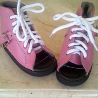 sepatu koreksi ortopedi