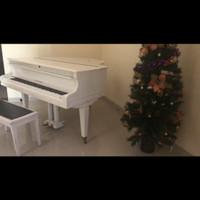 Piano klasik Schwecten baby grand putih