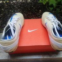 Sepatu Futsal Nike Tiempo Guri IC White-Met Gold