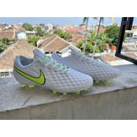 Sepatu Bola Nike Tiempo Legend 8 Pro White Volt