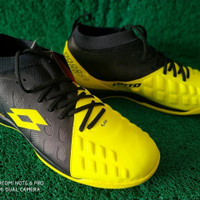 sepatu olahraga futsal lotto energia safety yellow