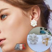 Anting Jepit Bunga Putih Elegan Fashion Korea Import