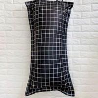 aesthetic tumblr sarung bantal cinta panjang monokrom kotak hitam