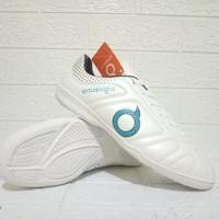 Sepatu Futsal Ortuseight Komponen Original Terbaru Free Kaos kaki - Putih, 38