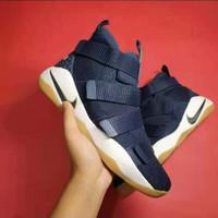 Sepatu Nike Lebron 11 Zoom Solider Navy Gum Guaranteed - Biru, 40