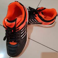 Preloved Sepatu Badminton Phoenix sz 35