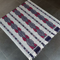 Kain tenun ikat etnik blanket motif kombinasi NTT