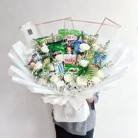 Premium Snack and Flowers Bouquet / Hadiah Buket Bunga WIsuda Ultah