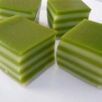 kue lapis beras daun Suji/ lapis manado