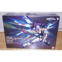 PG STRIKE FREEDOM - BANDAI - GUNDAM