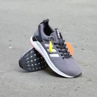 Sepatu sneakers pria Adidas Questar ride Grey white sol black orange - 40, Abu-abu