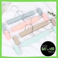 Hanger Jepit Bahan Plastik / Gantungan Baju dan Celana dengan Penjepit