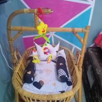 Ayunan Bayi dan Anak dari Rotan