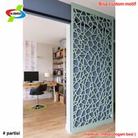 partisi penyekat ruangan minimalis laser cutting motif abstrak