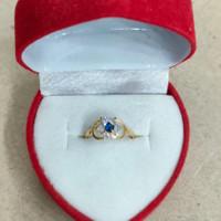 cincin anak model bunga mata biru putih 1/2 gram emas muda