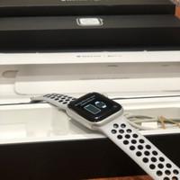 Apple Watch | series 4 40mm | Nike Sport Silver | fullset