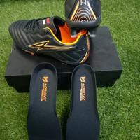 sepatu bola achillez subjugator1 - black orange, 39
