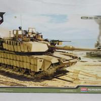 Model Kit Academy U.S ARMY MM1A2 TUSK II 13298 Skala 1/35
