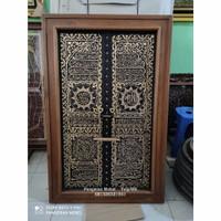 kaligrafi dinding pintu ka'bah kayu jati bingkai minimalis 140×90cm