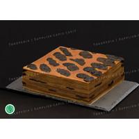 Kue Lapis Legit Prunes 20x20 Lembut Weisjman 100% Halal