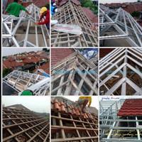 bongkar atap lama diganti atap baja ringan genteng spandek berpasir