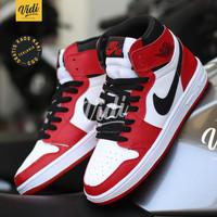 Sepatu Nike Air Jordan 1 Retro Mid/High Red White Sneakers Basket - Chicago Red, 38