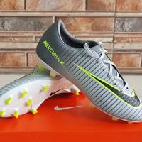 Sepatu Bola Nike - Abu-abu, 39