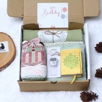 hampers mukenah premium/gift box/ulang tahun/pernikahan/parsel lebaran