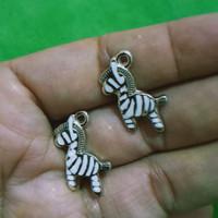 charm bandul gelang kalung - zebra - enamel