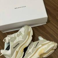 Sepatu Balenciaga Triple S All White + Dustbag dan Sertif - 39