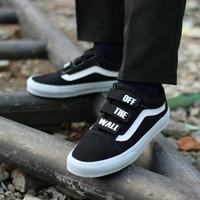 sepatu pria vans old skool premium black white velcro off the wall
