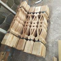 kayu anak pagar pager motif ukiran betawi pembatas ruangan teras