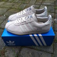 Sepatu Adidas spezial x liam gallagher - 40