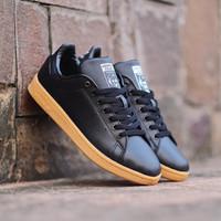 sepatu casual pria adidas stansmith sole gum original - all black gum, 40
