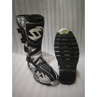 Sepatu Motor Trail Memakai besi
