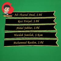 Selempang Wisuda Bordir Custom Nama Bahan Bludru Untuk Dewasa - Hitam Gold