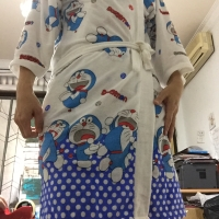 kimono Baju handuk dewasa dasar putih sablon Doraemon