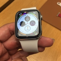 Apple Watch Series 4 Stainless Steel Sport Band White 44mm
