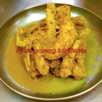 Dada ayam bumbu kuning (asin)