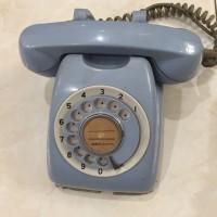 Telepon kuno putar antik