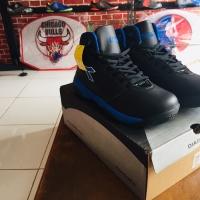 Sepatu basket diadora hitam biru