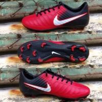 Sepatu Bola Nike Tiempo merah untuk cowok dewasa