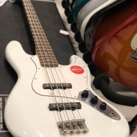 Squier Affinity Jazz Bass with Laurel Fingerboard in Sonic Blue