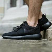 Sepatu sneakers nike roshe run triple black size 36-45 vietnam