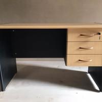 Meja kantor / kerja Aura uk 120x60x75 + laci gantung 3 susun